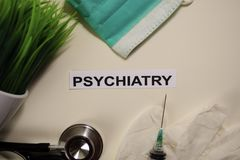 Psychiatrie mit Inspiration und Gesundheitswesen/medizinisches Konzept auf Schreibtischhintergrund lizenzfreies stockbild