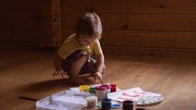 Psychologie de la personnalité du ` s d'enfant Aide gagnant la confiance Retrait Concept de créativité et d'éducation Mignon heur banque de vidéos