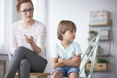 Free Psychologist With Angry Kid Stock Photo - 112488730