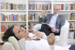 Psychotherapie: Psycholoog en patiënt Stock Fotografie