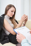 Psykiater- och kvinnapatient Fotografering för Bildbyråer