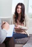 Psykiater- och kvinnatålmodig Royaltyfri Fotografi