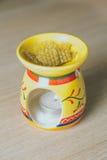 Pszczoła wosk z narzędziem używać stosować wosk Fotografia Stock