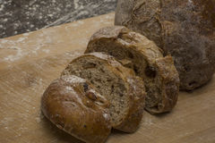 Pszeniczna mąka z świeżym chlebem cutted w plasterki Obraz Stock