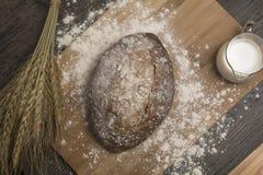 Pszeniczna mąka z świeżym gorącym mlekiem i chlebem Obrazy Royalty Free