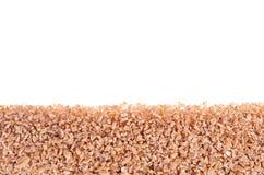 Pszeniczni groats jak dekoracyjną granicę odizolowywającą na tle Odgórny widok, zbliżenie Obraz Stock