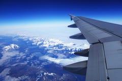 Ptaka oka widok lodowiec pod samolotu skrzydłem zdjęcie royalty free