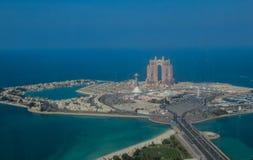 Ptaka oko i antena trutnia widok Abu Dhabi miasto od obserwacja pokładu fotografia royalty free
