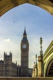 Ptaki nad Big Ben w Londyn Obrazy Royalty Free