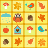 Ptaki sowa i jesienni liść, Obrazy Royalty Free