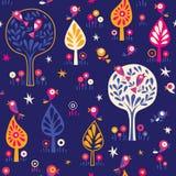 Ptaki w drzewo natury nocy lasowym wzorze Zdjęcie Royalty Free