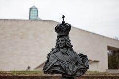 Ptasi Feede statuy fortu Thà ¼ ngen Mudam Musée d'Art Moderne uroczysty Jean na Kirchberg, Luksemburg Zdjęcia Royalty Free
