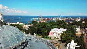 Ptasi ` s oka widok budynek, port i morze piękni, zbiory
