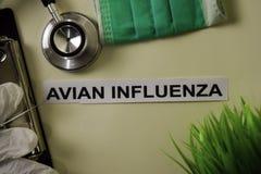 Ptasia Grypa z inspiracją, opieka zdrowotna i medyczny pojęcie na biurka tle/ zdjęcia royalty free