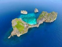Ptasiego oka widok brzęczenia wyspy, Tajlandia Obrazy Royalty Free