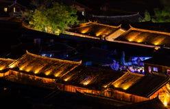 Ptasiego oka widok lokalny dziejowy architektura dachu budynek Stary miasteczko Lijiang Zdjęcie Royalty Free