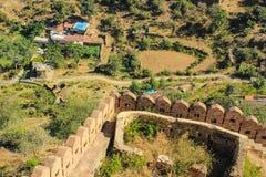 Ptasiego oka widok od Kumbhalgarh wioski ściany Obrazy Stock