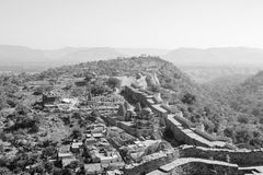 Ptasiego oka widok od Kumbhalgarh wioski ściany Obraz Stock
