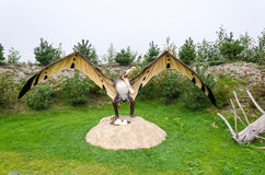 Pterozaur-Dinosauriermodell im Freien Stockfotos