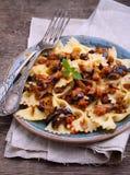 Pâtes végétariennes avec l'aubergine Image stock