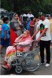 PTI-supporter på valdag i Karachi, Pakistan Arkivbild