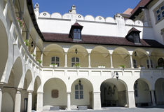 Pátio da câmara municipal velha em Bratislava, Eslováquia Fotografia de Stock Royalty Free