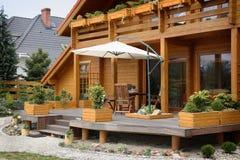 Pátio de uma casa de madeira Fotografia de Stock