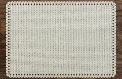 Płótno stołu krawędzi tkanina drzejąca, drewniany stół Fotografia Royalty Free