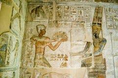 Ptolemy die aan Amun aanbiedt Stock Fotografie