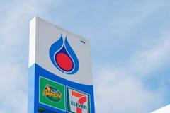 PTT staci benzynowej znak na niebieskim niebie Zdjęcie Stock