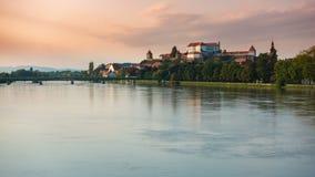 Ptuj, Словения, панорамная съемка самого старого города в Словении при замок обозревая старый городок акции видеоматериалы