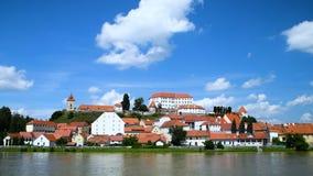 Ptuj, Eslovenia, tiro panorámico de la ciudad más vieja en Eslovenia almacen de metraje de vídeo