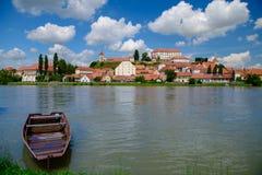 Ptuj, Slovenië, panoramisch schot van oudste stad in Slovenië met een kasteel die de oude stad van een heuvel, wolken overzien Royalty-vrije Stock Foto