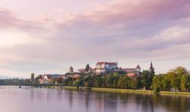 Ptuj, Slovenië, panoramisch schot van oudste stad in Slovenië met een kasteel die de oude stad overzien Stock Afbeelding