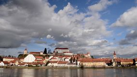 Ptuj, Slovenia, colpo panoramico di più vecchia città in Slovenia archivi video