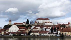 Ptuj, Slovenia, colpo panoramico di più vecchia città in Slovenia video d archivio