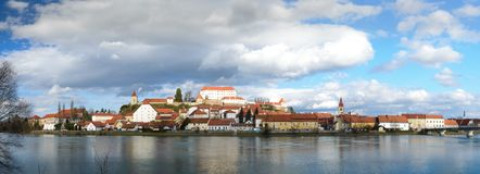 Ptuj, Slovenia, colpo panoramico di più vecchia città in Slovenia Immagine Stock