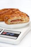 Ptysiowy ciasto na kuchennej skala Fotografia Royalty Free