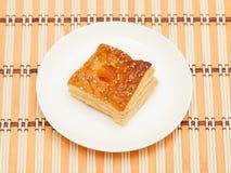 Ptysiowy ciasto z wysuszonymi morelami Obraz Stock