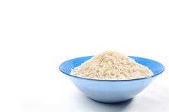 Puñado de arroz de grano largo aislado Fotografía de archivo