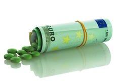 Puñado de píldoras y de euro verdes Foto de archivo libre de regalías