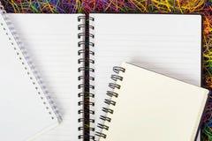 Puści ślimakowaci notatniki na elektrycznym drucie Zdjęcia Royalty Free