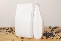 Puści białej kawy pakunki ilustracji