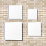Puści biali plakaty na ściana z cegieł Puste kanwy realistyczny Fotografia Stock