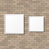 Puści biali plakaty na ściana z cegieł Puste kanwy realistyczny Obrazy Royalty Free