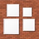 Puści biali plakaty na ściana z cegieł Puste kanwy realistyczny Fotografia Royalty Free