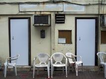 Puści czekanie terenu krzesła Fotografia Stock