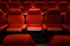Puści czerwoni kin krzesła Ciemny brzmienie Obraz Stock