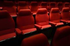 Puści czerwoni kin krzesła Ciemny brzmienie Zdjęcie Stock