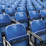 Puści plastikowi błękitów krzesła obrazy stock